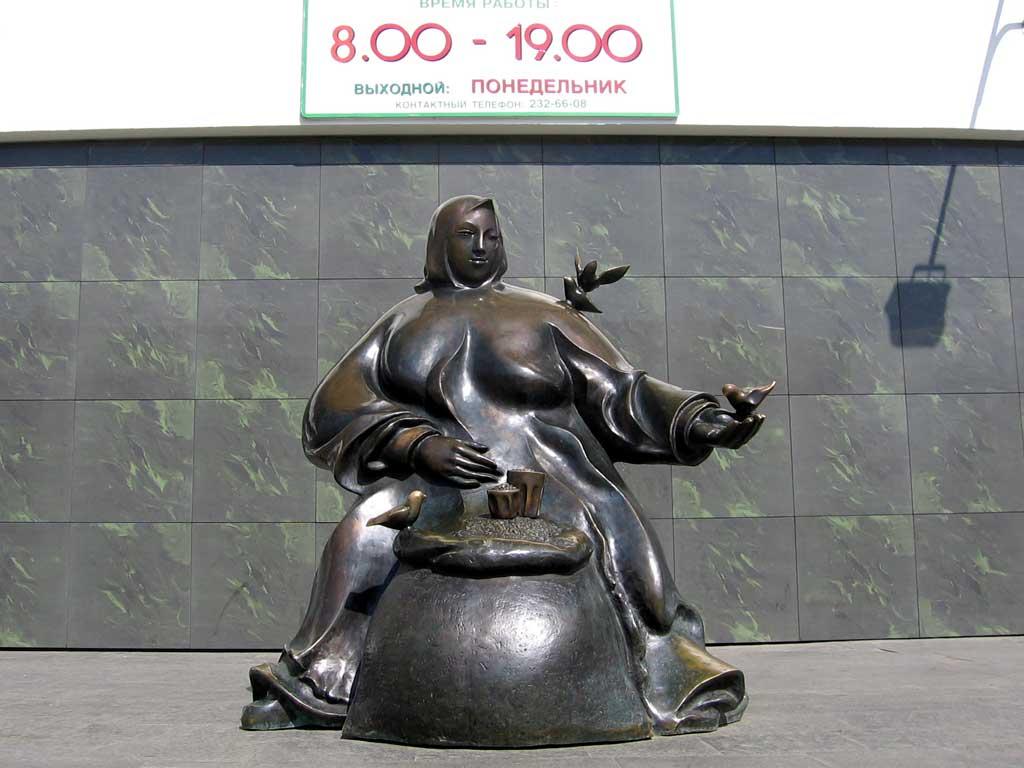 Время работы Комаровского рынка. Картинка. Фотография